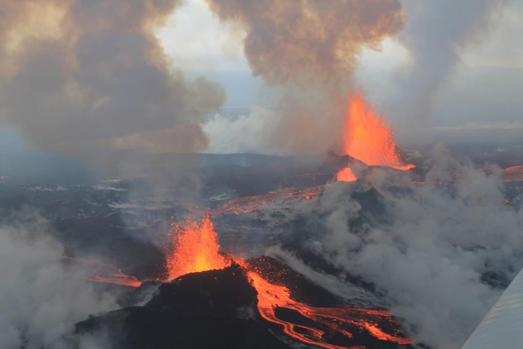 Bárðarbunga_Volcano,_September_4_2014_-_15145866372