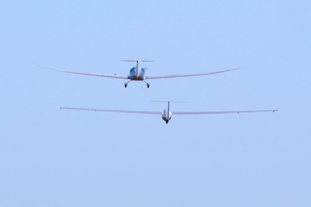 e-aerotow on blue sky