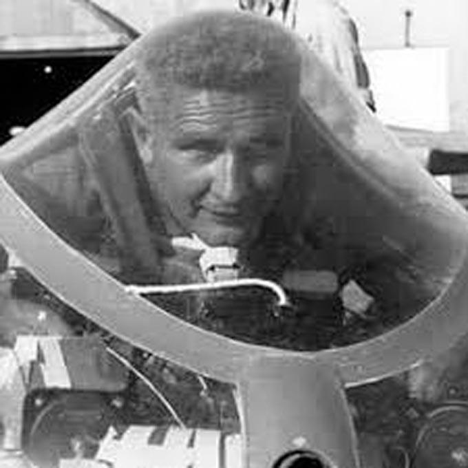 Pilot Ho IV